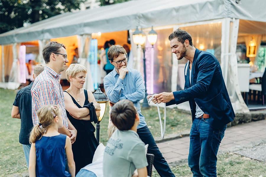 Zauberkunst hautnah mit Zauberer Ben David in Leipzig und Dresden.